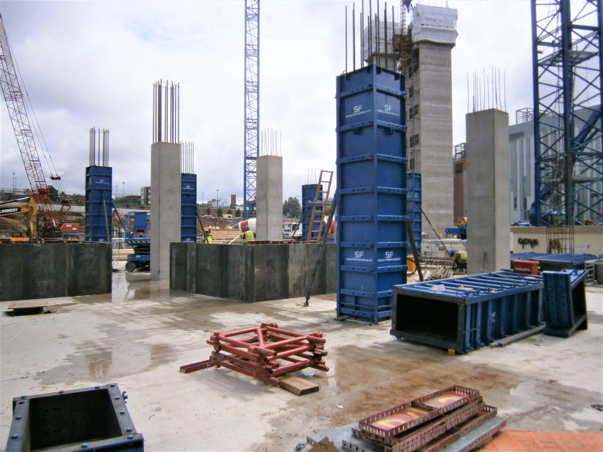adjustable columns for construction support